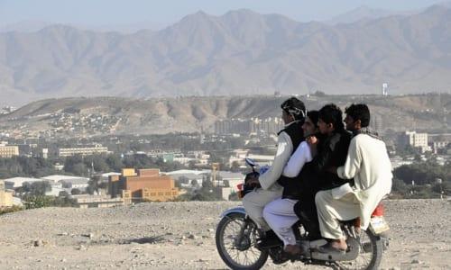 4人乗りしたバイク