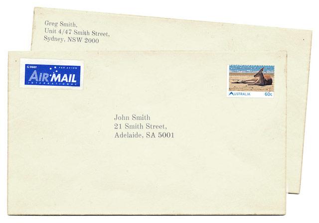 John Smithさん宛の封筒