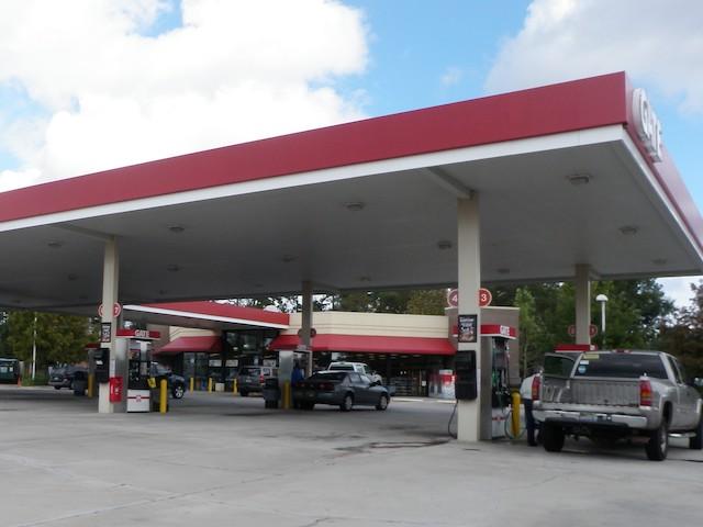 大きなガススタンドの風景