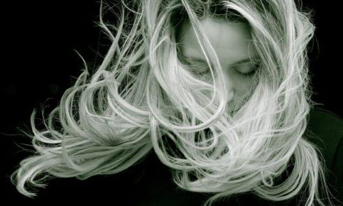 ふわりとした女性の髪